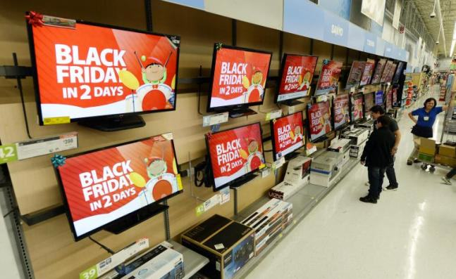 Thanksgiving Day, Black Friday Get Mixed Response; Walmart Face Protestors